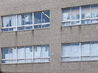 ビルの窓.jpg