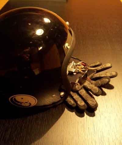 ヘルメット111026.jpg